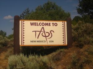 Taos,_NM,_emblem_Picture_1999